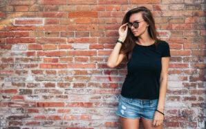 T-shirty damskie – kiedy wybrać jednolity kolor, a kiedy wzorzysty…